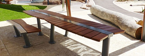 Outdoor Varnish Bench in Steel Frame and Table